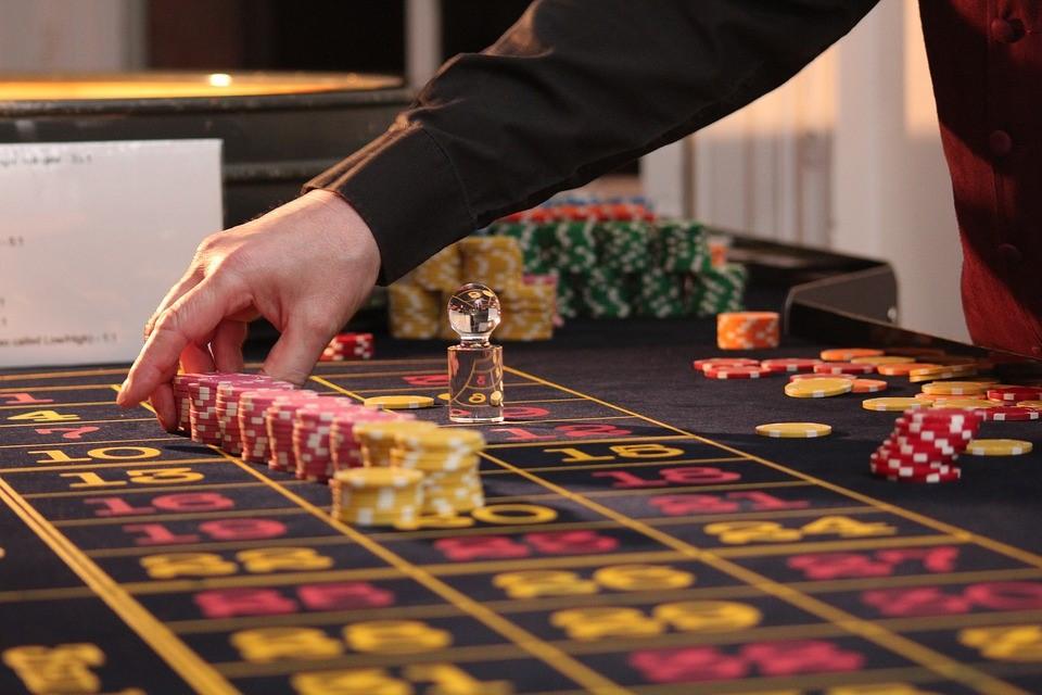 Online een gokje wagen? Vijf tips om minder uit te geven